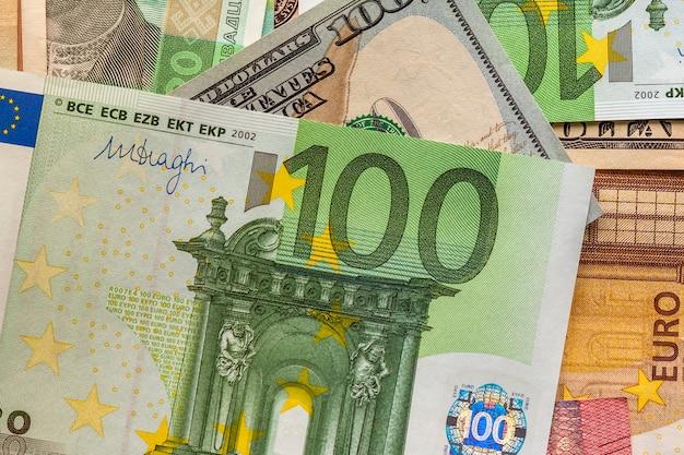 Notion d'argent et de finances. nouvelle facture de cent euros