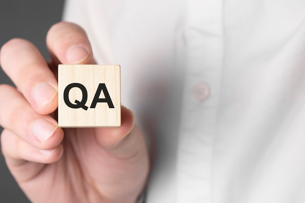 Notion d'assurance qualité. acronyme de questions-réponses ou métier de testeur ou ingénieur qualité.