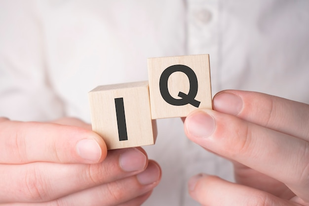 Notion de qi. acronyme de questions-réponses ou métier de testeur ou ingénieur qualité.
