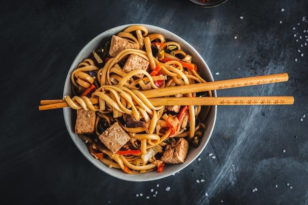 Nouilles asiatiques au tofu au fromage