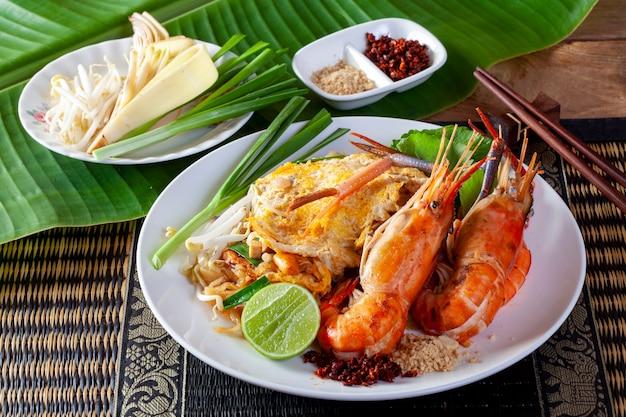 Nouilles frites aux crevettes (pad thai)