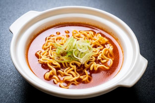 Nouilles instantanées épicées coréennes au kimchi