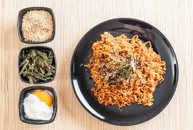 Nouilles instantanées épicées coréennes