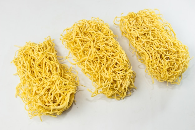 Nouilles instantanées nouilles jaunes sèches aliments crus