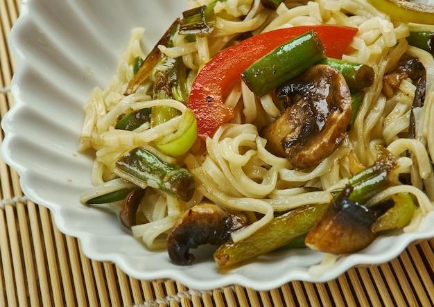 Nouilles instantanées en pot manchow, nouilles frites croustillantes