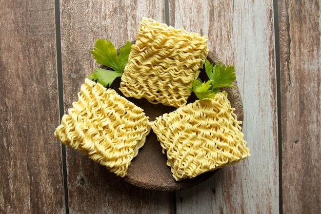 Nouilles jaunes sèches aliments crus nouilles à cuisson rapide