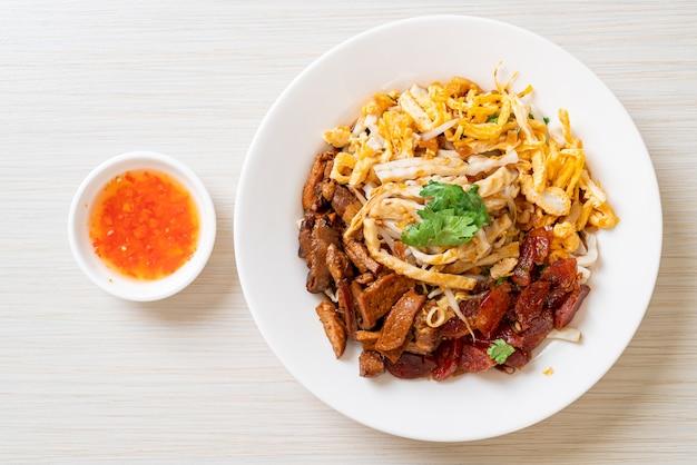 Nouilles de poisson chinoises à la vapeur - style de cuisine asiatique