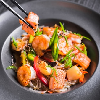 Nouilles de riz aux crevettes et légumes