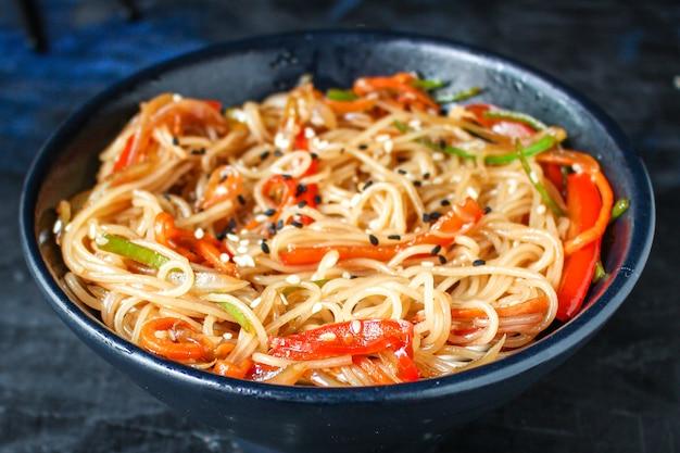 Nouilles de riz aux légumes pâtes alimentaires cellophane