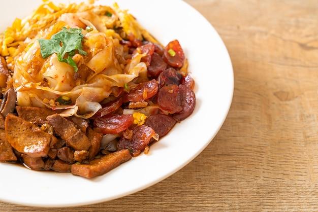 Nouilles de riz chinois à la vapeur - style cuisine asiatique