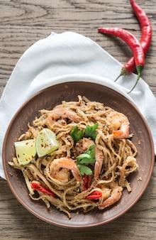 Nouilles de riz frit thaï aux crevettes