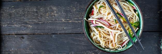 Nouilles de riz légumes pâtes cellophane enoki soupe miso ramen funchose pho fruits de mer prêts à manger