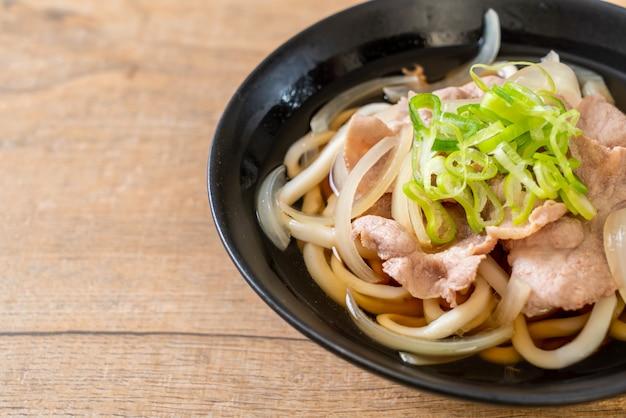 Nouilles shoyu udon ramen au porc (shoyu ramen)