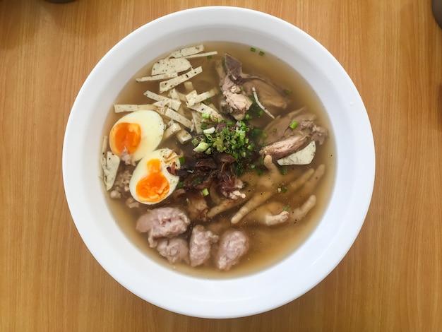 Nouilles thaïlandaises. nourriture asiatique,