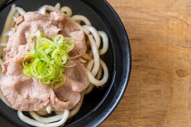 Nouilles udon ramen au porc (shio ramen)