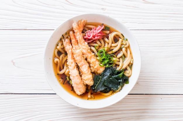 Nouilles udon ramen aux crevettes tempura