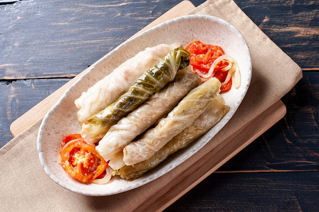 Nourriture arabe appelée dolma, sarma ou golubtsy.
