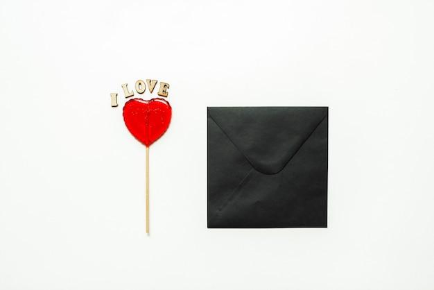 Nourriture et boisson, concept de vacances. sucette en forme de coeur pour l'amour saint valentin avec mur blanc. copier l'espace
