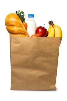 Nourriture dans un sac en papier sur blanc, isolé.