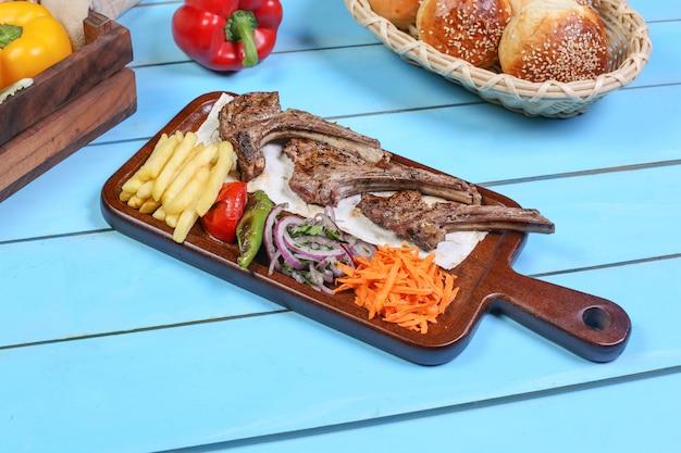 Nourriture délicieuse pour le déjeuner