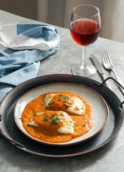 Nourriture espagnole. bacalao a la vizcaina, morue à la basque