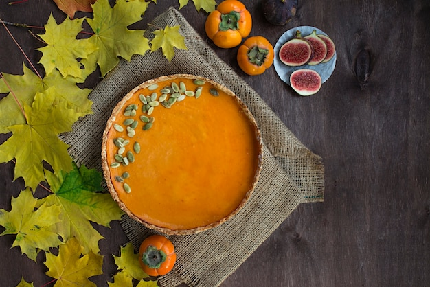 Nourriture d'halloween. tarte à la citrouille d'halloween. gâteaux faits maison.