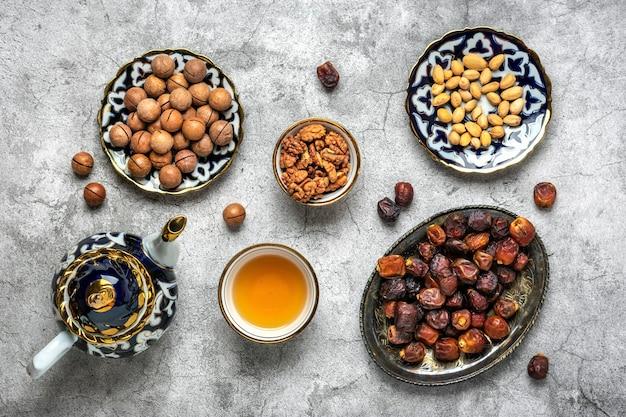Nourriture populaire pendant la fête musulmane de l'iftar du mois sacré du ramadan