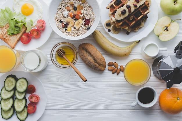 Nourriture saine pour le petit déjeuner