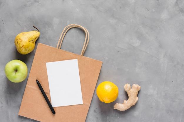 Nourriture saine et sac en papier