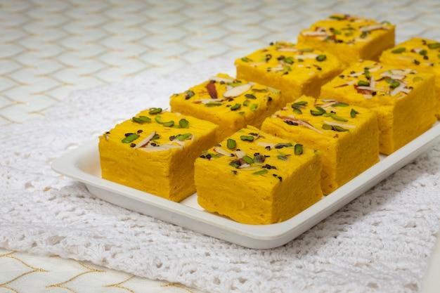 Nourriture sucrée célèbre indienne soan halwa ou sohan papri