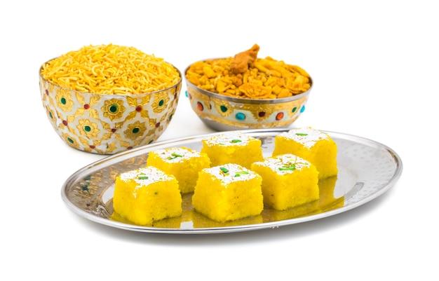 Nourriture sucrée indienne kopra pak