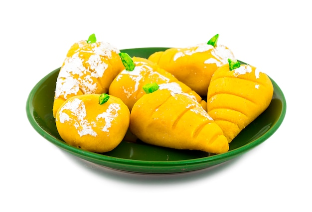 Nourriture sucrée indienne à la mangue mawa pedha