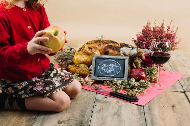 Nourriture de thanksgiving et enfant