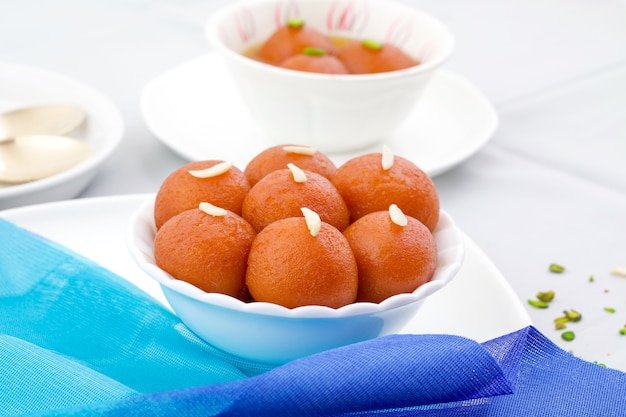 Nourriture traditionnelle indienne spéciale gulab jamun