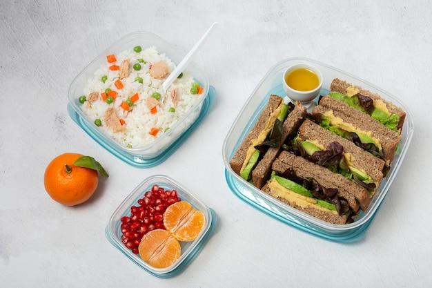 Nourriture en tupperware prêt à manger