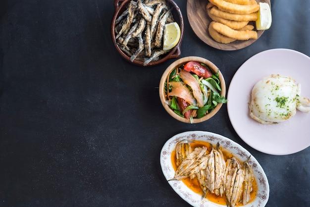 Nourriture typique du poisson en espagne (tapas)