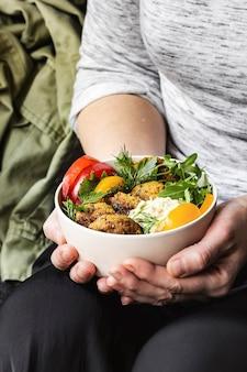 Nourriture végétalienne de bol de falafel de patate douce