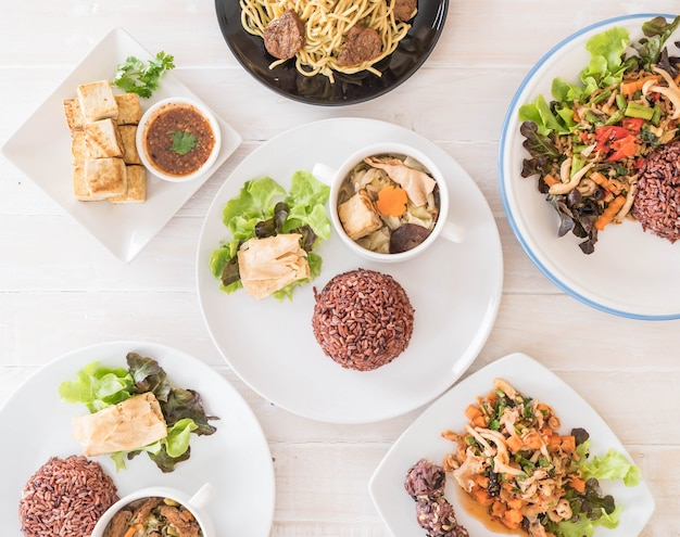 Nourriture végétalienne mixte