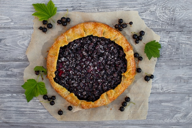 Nourriture végétarienne d'été, tarte aux fruits délicieux d'été