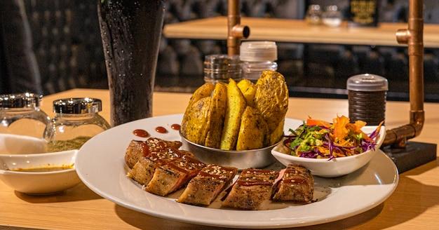 Nourriture viande carne comida gourmet plato de comida ailes de burger