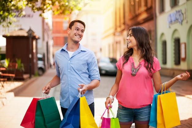 Nous adorons faire du shopping ensemble!
