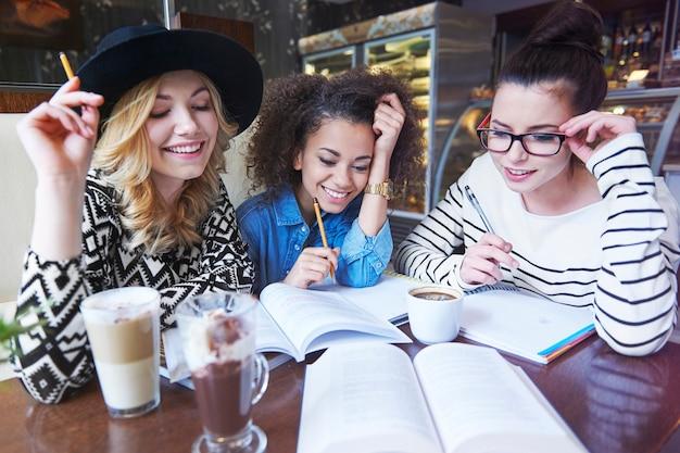 Nous avons besoin de café pour étudier