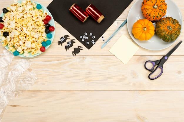 Nous préparons des cadeaux pour halloween, nous fabriquons de nos propres mains des emballages amusants pour le pop-corn. instruction de bricolage. guide étape par étape. préparation