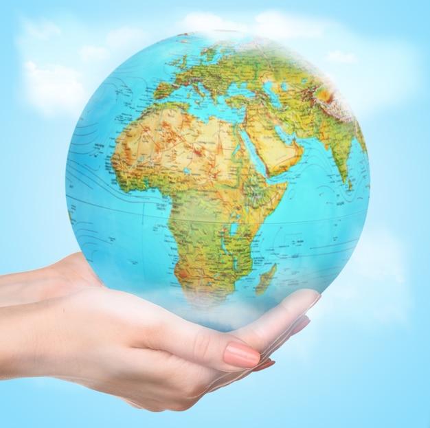 Nous vivons ici tous les jours. les habitants de la terre plaident pour la préservation de la nature et de la vie sur la planète.