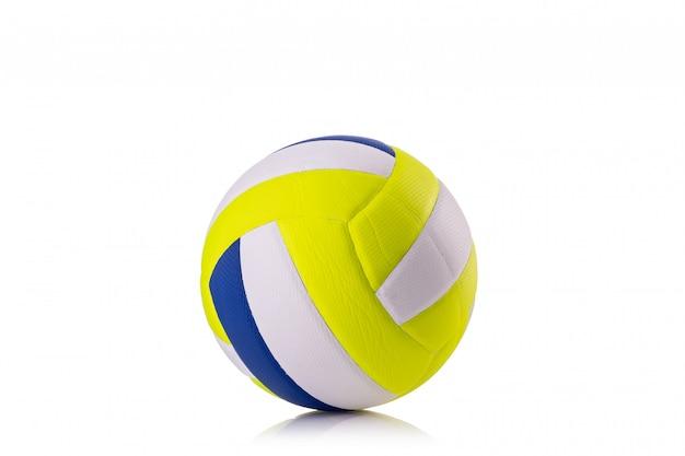 Nouveau ballon de volley-ball studio shot et isolé sur blanc