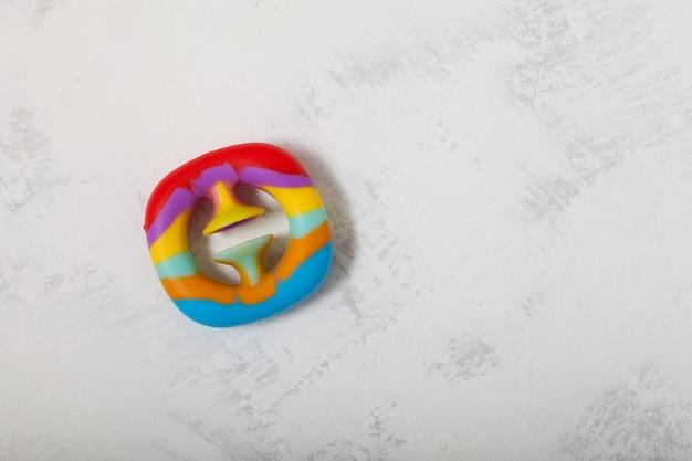 Nouveau jouet en caoutchouc multicolore populaire funny expander avec ventouse push et clap