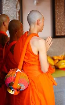 Nouveau moine, cérémonie d'ordination des moines