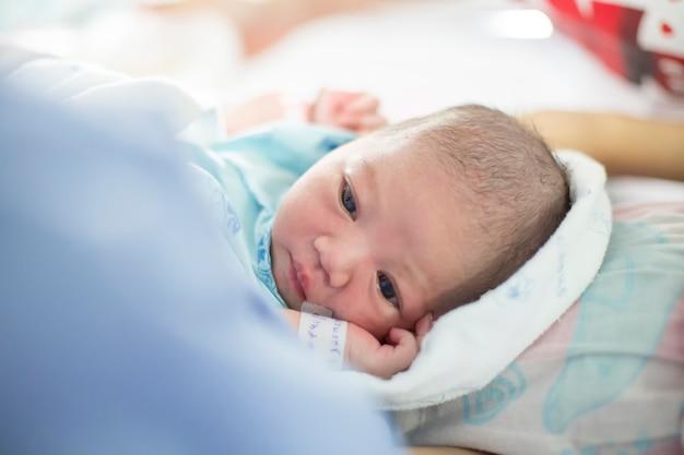 Nouveau-né, endormi, dans, les, hôpital, salle