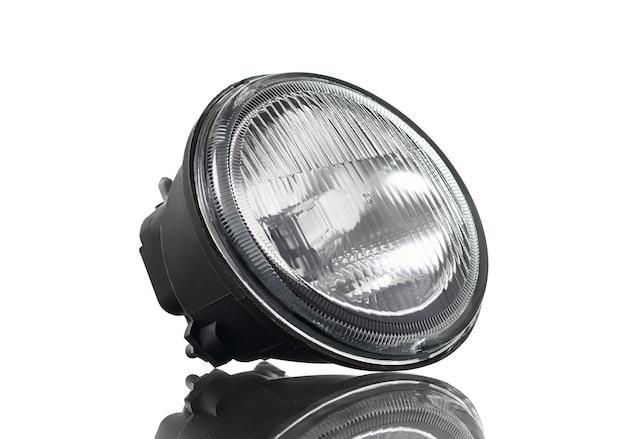 Nouveau phare antibrouillard isolé sur fond blanc. pièces automobiles.