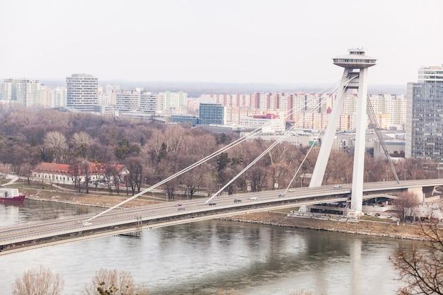 Nouveau pont futuriste à bratislava